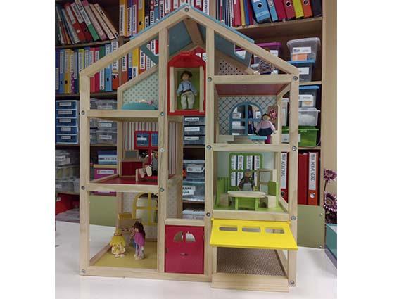 Extraescolares_el_material casa de muñecas